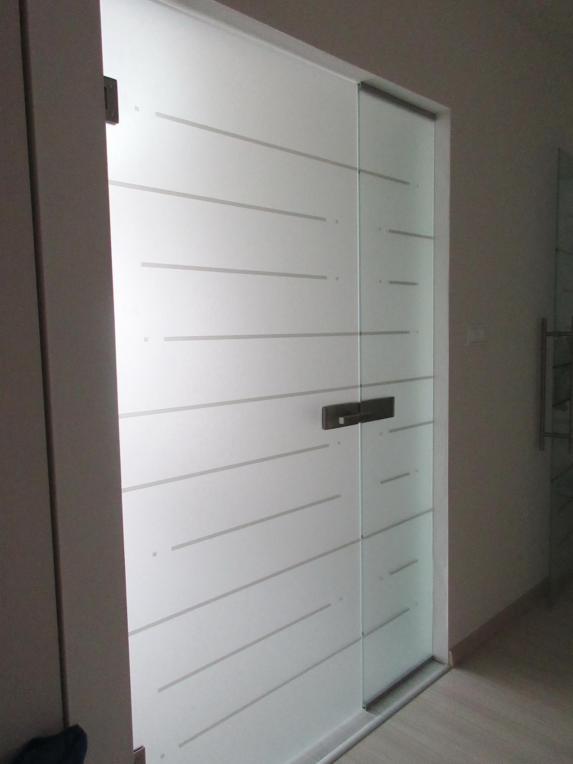 sklenené kyvné dvere DGG-142