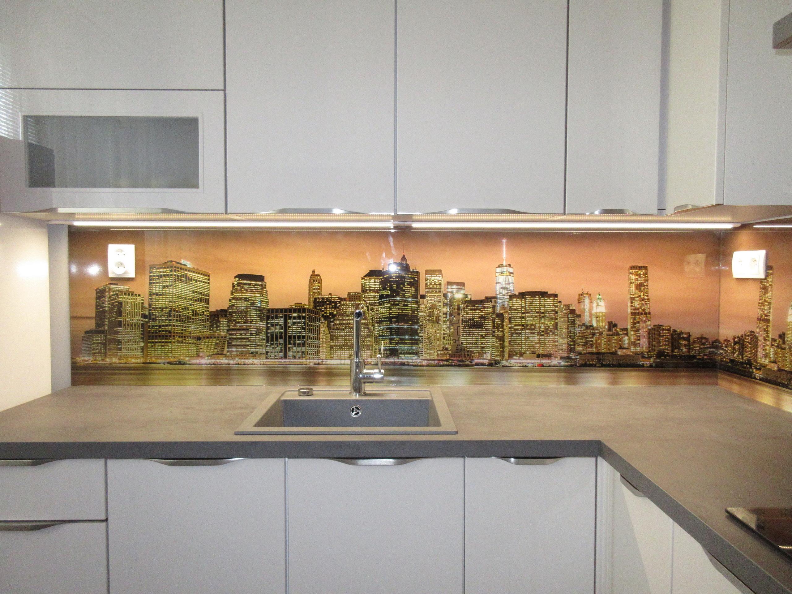 sklenený obklad do kuchyne