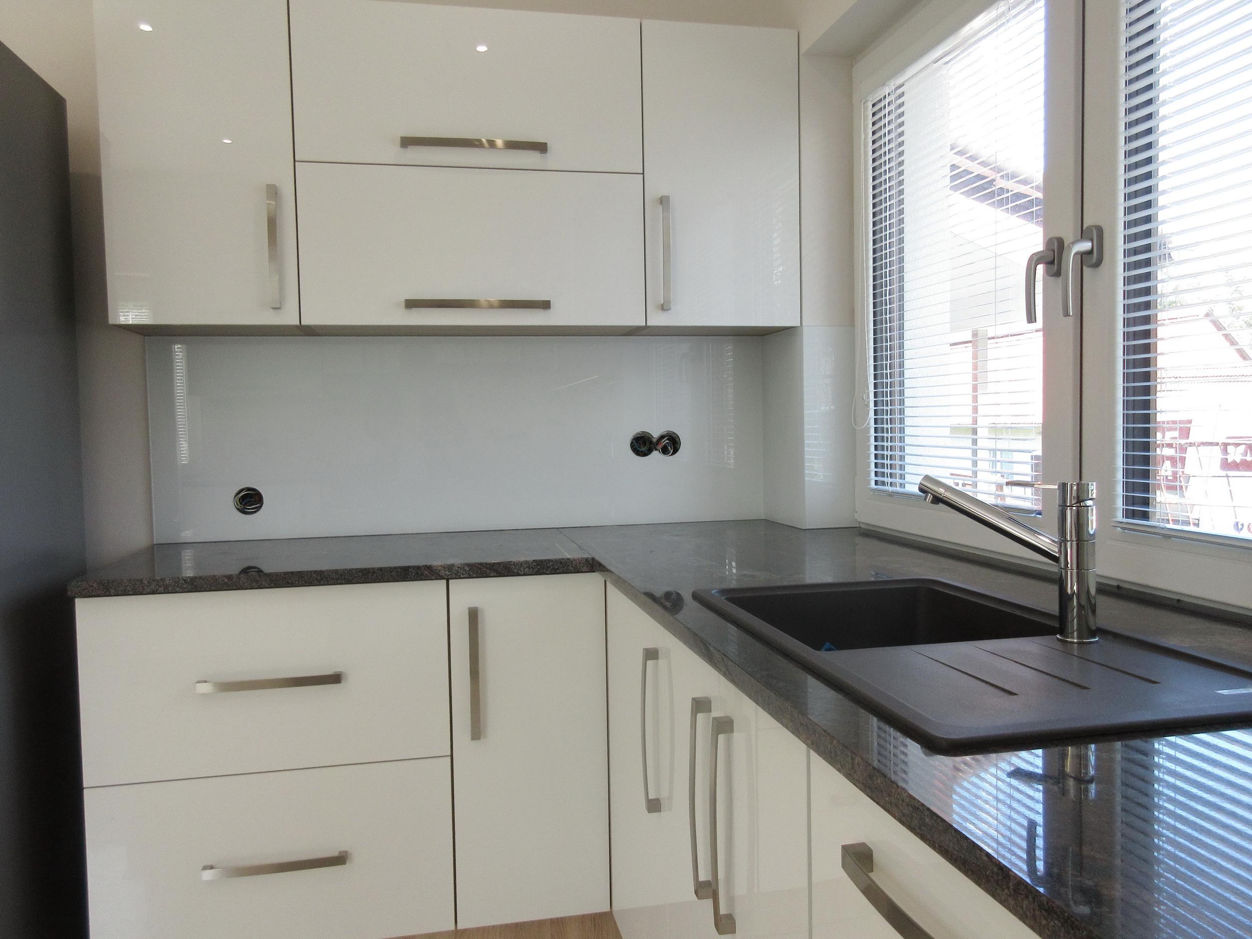 kuchynská zástena jednofarebná